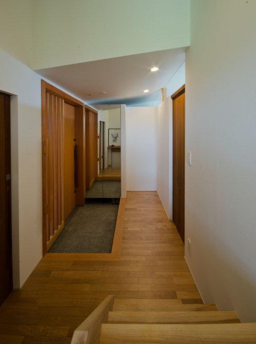 七郷の平屋の部屋 和室から玄関を見る