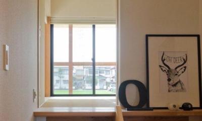 七郷の平屋 (和室に上がる階段)