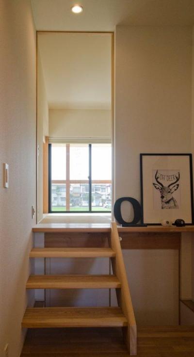 和室に上がる階段 (七郷の平屋)