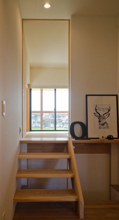 七郷の平屋の部屋 和室に上がる階段