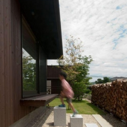 ゴトオリの家 (子供も楽しめる和室へのアプローチ)