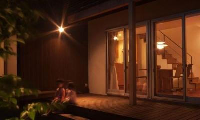 ライトアップした中庭|ゴトオリの家