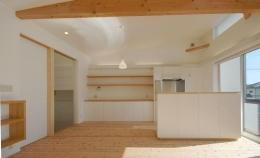 御井の家 (収納たっぷりのキッチン)