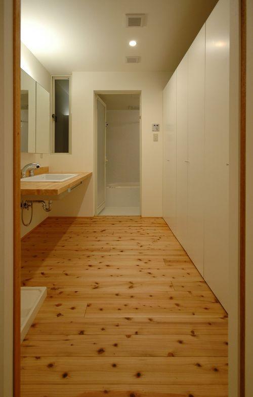 御井の家の部屋 広々した洗面所