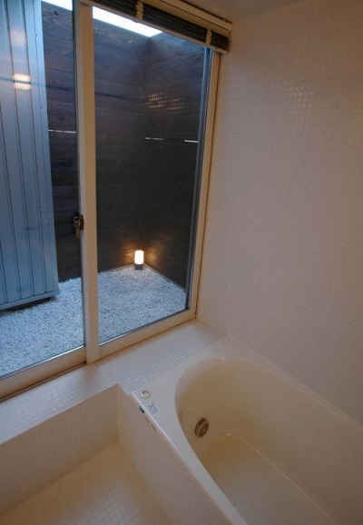 バスコートのあるお風呂 (御井の家)