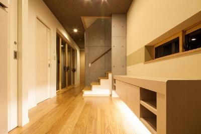 ホール (T 様邸 「鉄筋コンクリートの家」)