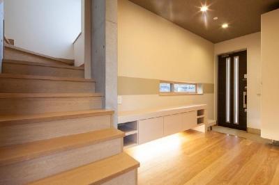 玄関・ギャラリーホール (T 様邸 「鉄筋コンクリートの家」)