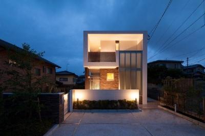 外観夜景 (T 様邸 「鉄筋コンクリートの家」)