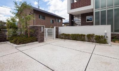 T 様邸 「鉄筋コンクリートの家」 (駐車スペース・アプローチ)