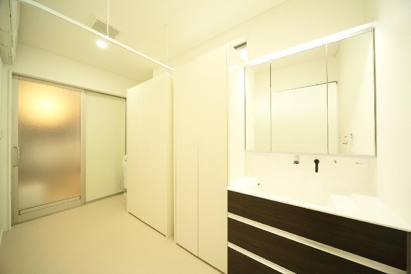 H 様 邸  「KASO HOUSE」の部屋 洗面脱衣