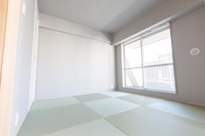 琉球畳を敷き詰めた和室 (U邸・好きな色をふんだんに取り入れたリノベーション)