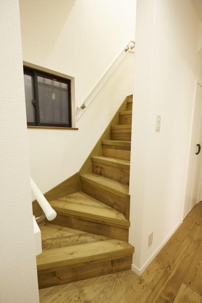 無垢の階段 (I邸・築18年中古戸建×リノベーション)