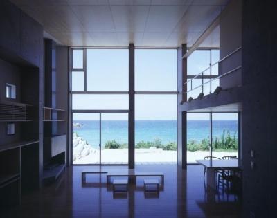 開放感のある海が見えるリビング (室津・海の家)