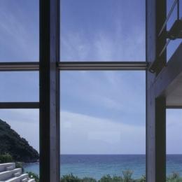 室津・海の家 (リビングから庭を見る)
