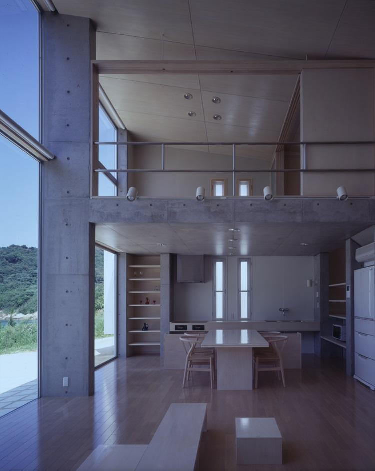 室津・海の家の部屋 収納たっぷりのダイニングキッチン
