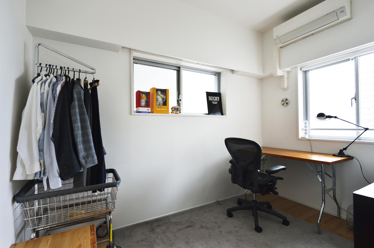 N邸・素足が気もち良い 広々リビングの写真 書斎部屋