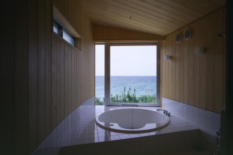 室津・海の家の部屋 円形浴槽のジャグジーバス