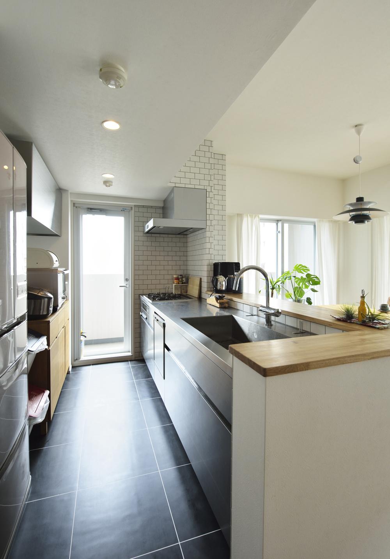 N邸・素足が気もち良い 広々リビングの部屋 キッチン