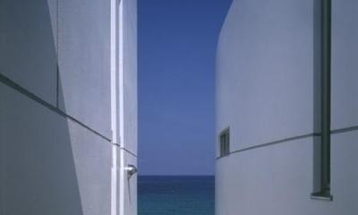 室津・海の家 (ふたつのボリュームの間にある外部階段)