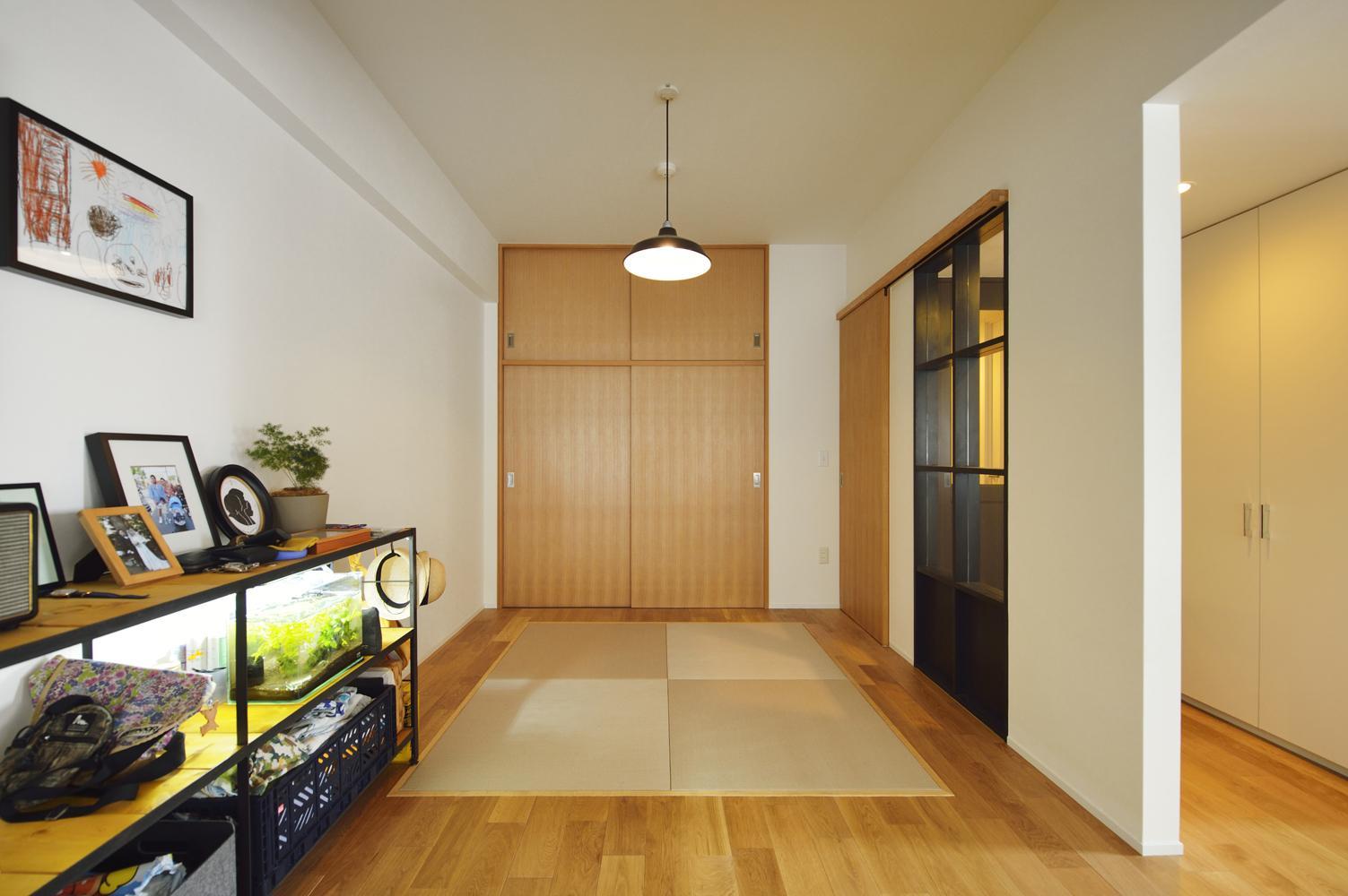 N邸・素足が気もち良い 広々リビングの写真 畳スペース