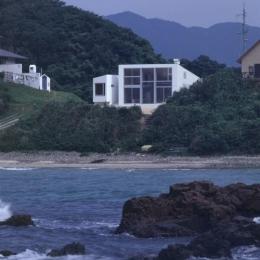 室津・海の家 (海から見た建物全景)