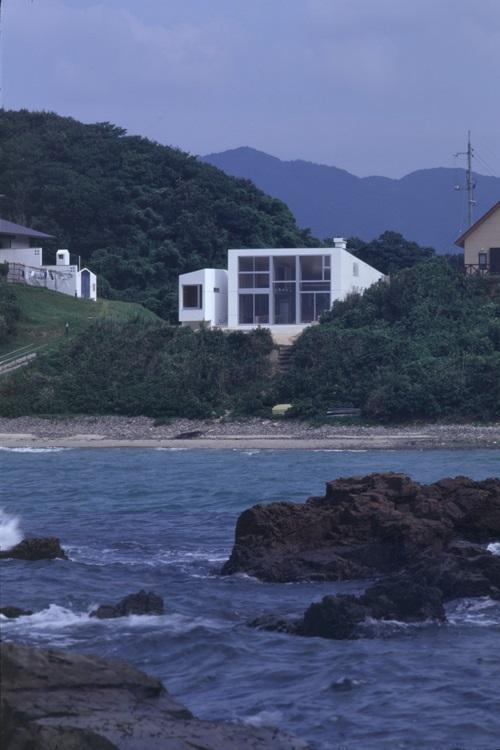 室津・海の家の部屋 海から見た建物全景