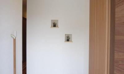 杉無垢の温かさと共に心地よく暮らす家 (玄関)