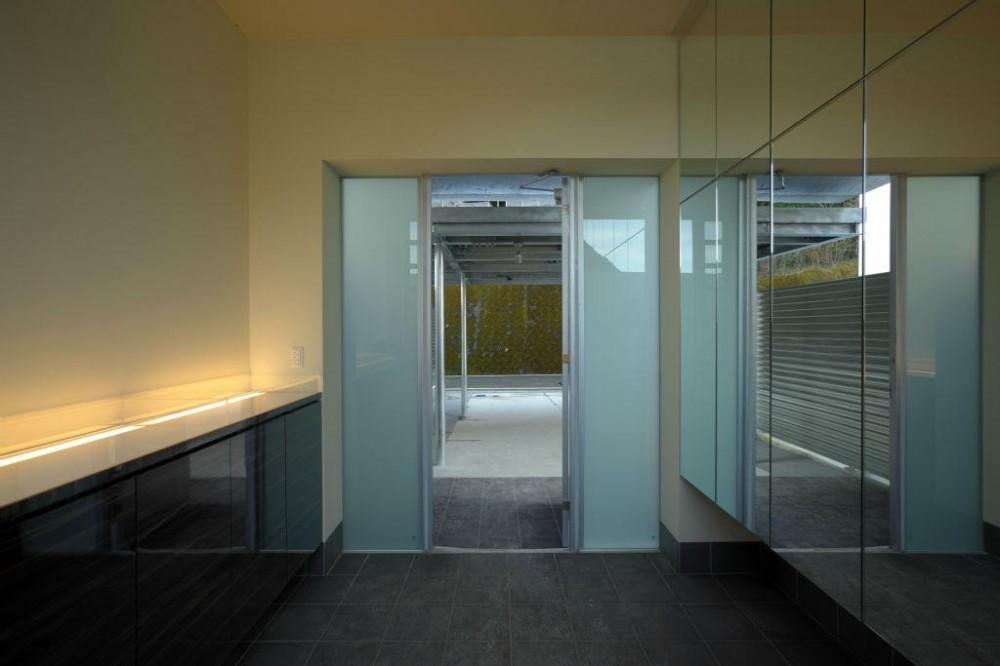橋本設計室「水盤のある家」