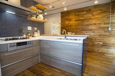 団地リノベーション 02  山小屋風カフェのある部屋 (キッチン)
