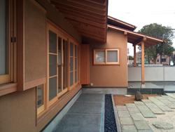 越谷の家 (縁側軒先)