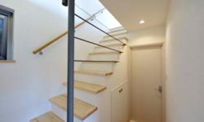 半地下階段ホール|西落合の家