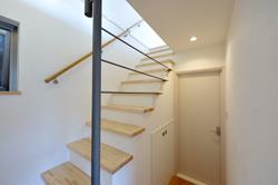 西落合の家の部屋 半地下階段ホール
