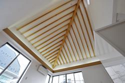 西落合の家の部屋 リビング天井