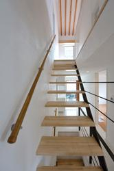 西落合の家の部屋 階段から見上げ