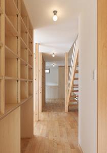 松阪市のY邸の部屋 収納棚のある廊下