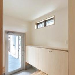 松阪市のY邸 (明り取り窓のある玄関)