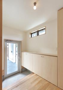 松阪市のY邸の写真 明り取り窓のある玄関