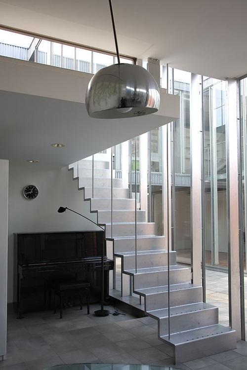 幸手N邸 (スチール階段のある白い空間)