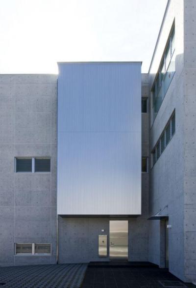弥右衛門のコートハウス (エントランスアプローチ)