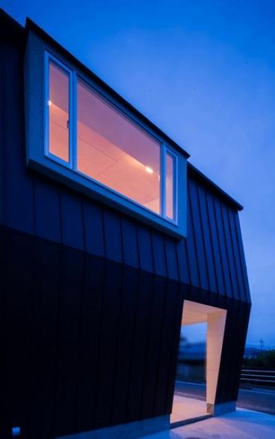 夕景に映える出窓 (デまど~ココからの景色~)