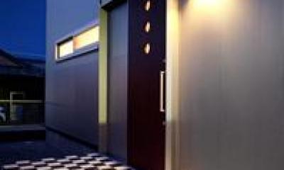 白黒チェック柄がおしゃれな玄関ポーチ|鈴鹿市のO邸