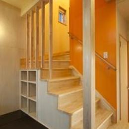 鈴鹿市のO邸 (収納棚のある階段)