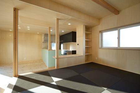 鈴鹿市のO邸の部屋 黒い琉球畳を敷き詰めた畳コーナー