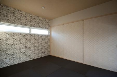 黒い琉球畳を敷いた和風空間 (鈴鹿市のO邸)