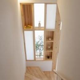 U-HOUSE (飾り棚のある階段)
