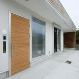U-HOUSE (玄関ポーチ)