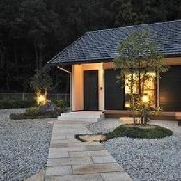 海野の家 (石畳の玄関アプローチ)