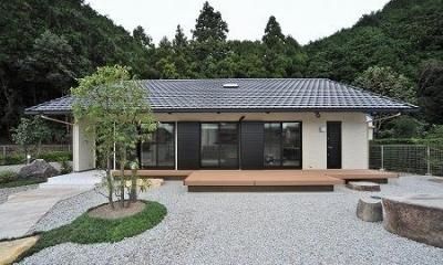 玉砂利を敷いた庭のある住宅|海野の家