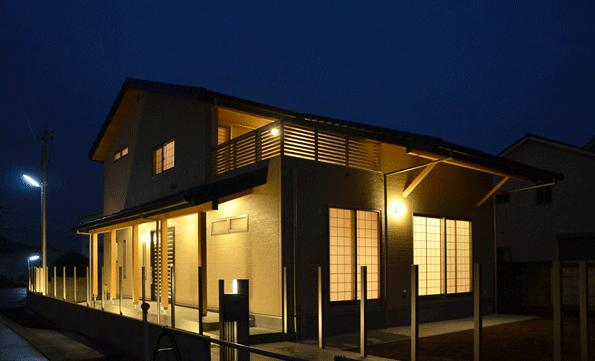 ハタノウエ~和歌山の家~の部屋 ライトアップした外観