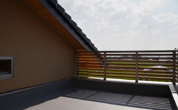 ハタノウエ~和歌山の家~の部屋 田園風景が広がるバルコニー